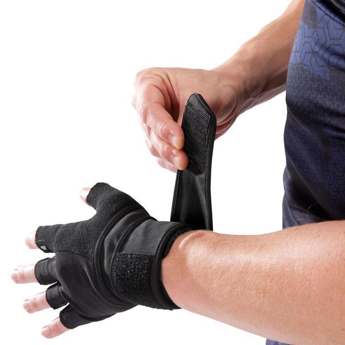 Guante musculación 900 Domyos doble tira autoadherente de ajuste en la muñeca.