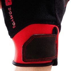 Guante musculación 500 Domyos negro rojo con ajuste autoadherente en la muñeca