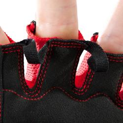 Handschoen krachttraining 500 zwart/rood met klittenbandsluiting aan de pols