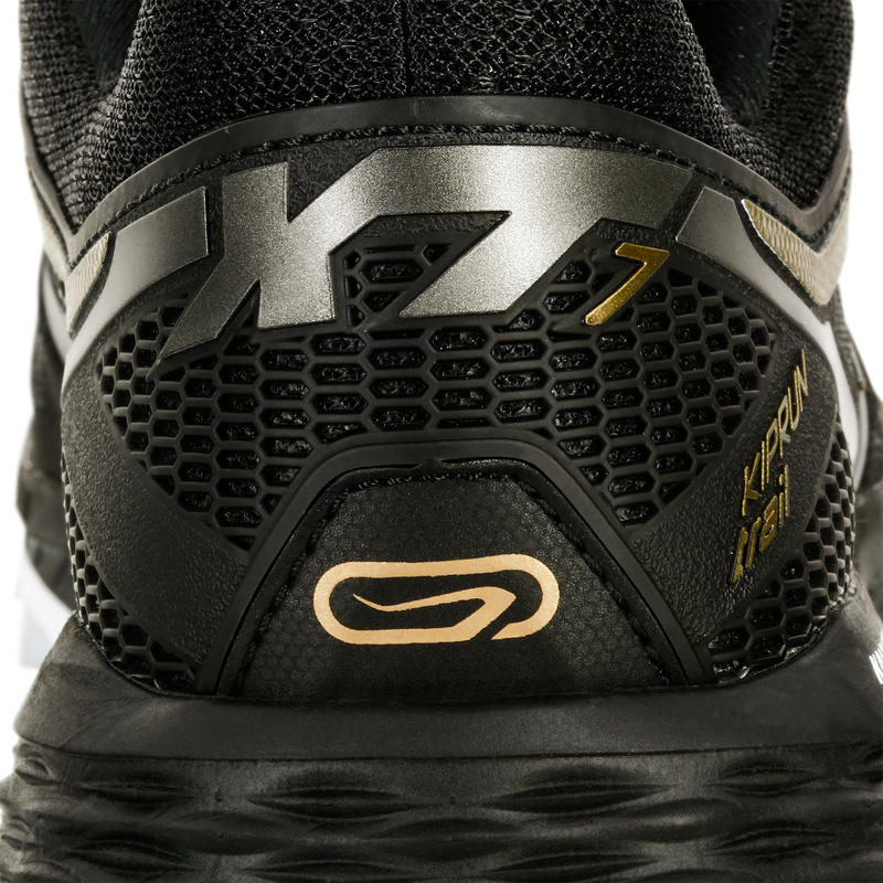 รองเท้าวิ่งเทรลสำหรับผู้หญิงรุ่น KIPRUN TRAIL XT 7 (สีดำ/บรอนซ์)