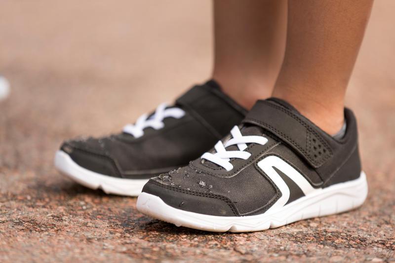 รองเท้าเด็กสำหรับใส่เดินรุ่น PW 100 (สีดำ/ขาว)