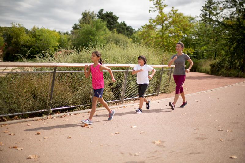 รองเท้าสำหรับเด็กใส่เดินและเล่นกีฬาที่โรงเรียนรุ่น PW 100 (สีเทา/ชมพู)