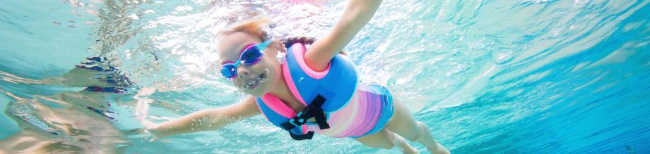 éveil aquatique enfant apprendre à mettre la tête sous l'eau