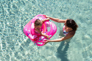 comment-assurer-la-securite-de-votre-enfant-a-la-piscine