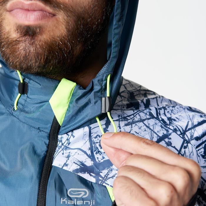 Lauf-Windjacke Trail Herren blaugrau/weiß mit Muster