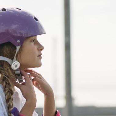 Come scegliere un casco per pattinare, lo skate o il monopattino | DECATHLON