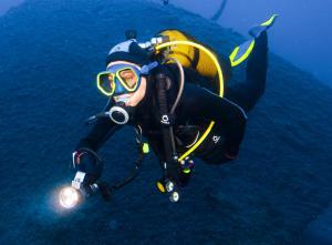 Como evitar que a máscara de mergulho embacie?