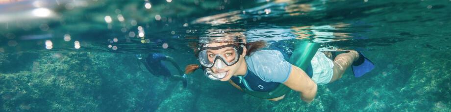 As vantagens de ter uma ajuda à flutuabilidade no snorkeling, passeio aquático