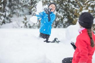 Batailles de boules de neige et bonshommes de neige : amusez-vous !