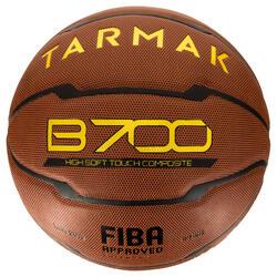 Ballon de basket homme B700 taille 7 marron. Homologué FIBA. Après 12 ans.
