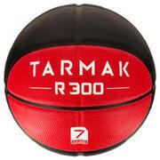 Košarkarska žoga R300 za odrasle (vel. 7) - črna/rdečaObstojna. Od 12. leta.