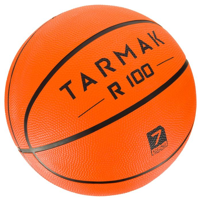 Balón de baloncesto adulto R100 talla 7 naranja. Resistente. Para iniciación.