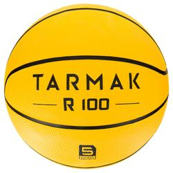 Ballon de basket pour débuter, enfant et adulte R100 de taille 5 et 7 jaune.