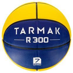 Ballon de basket homme R300 taille 7 jaune bleu. Résistant. A partir de 14 ans.