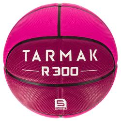 Ballon de basket enfant R300 taille 5 rose. Résistant.