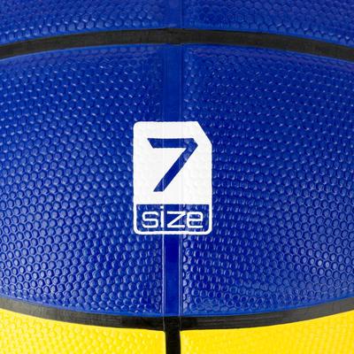 Ballon de basket homme R300 taille 7 jaune bleu. Résistant. A partir de 12 ans.