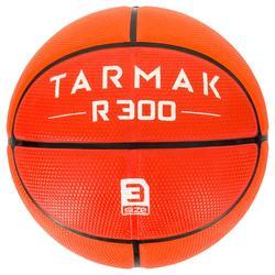 Basketbal R300 maat 3 voor kinderen oranje. voor basketspelertjes jonger dan 6.