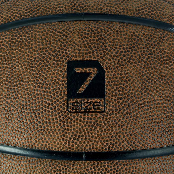 Ballon de basket R700 pour adulte taille 7 marron. Super toucher de balle au jeu