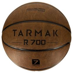 Ballon de basket adulte R700 taille 7 marron. Super toucher de balle