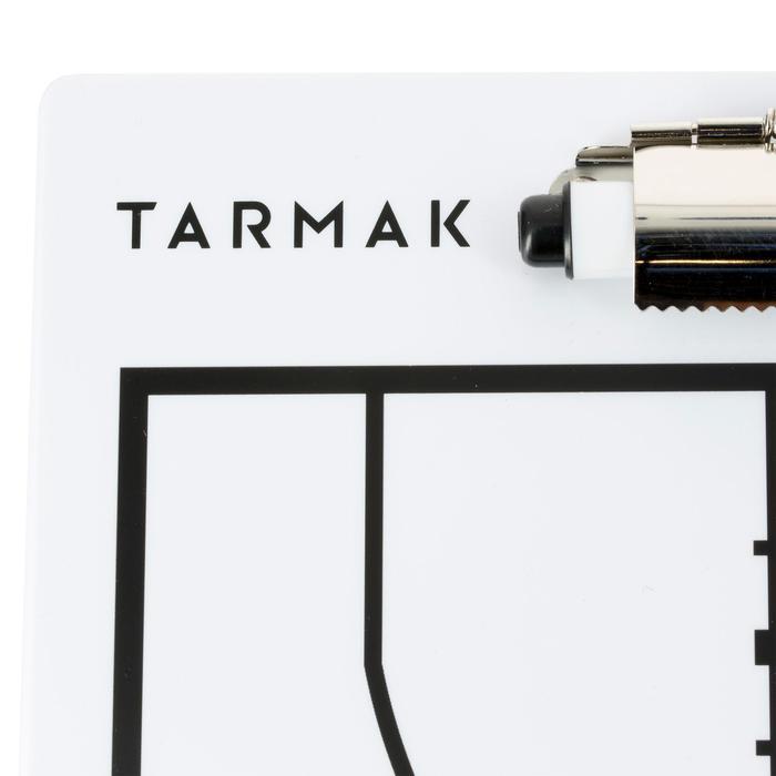 Tablette d'entraîneur de basketball Tarmak avec feutre effaçable.