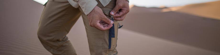 protéger son téléphone du sable dans le désert