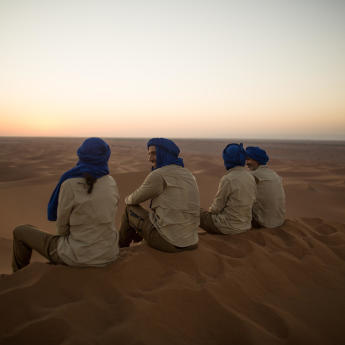arrival and supervision of a trek in the desert