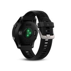 Reloj GPS Forerunner 935 con pulsómetro en la muñeca negro