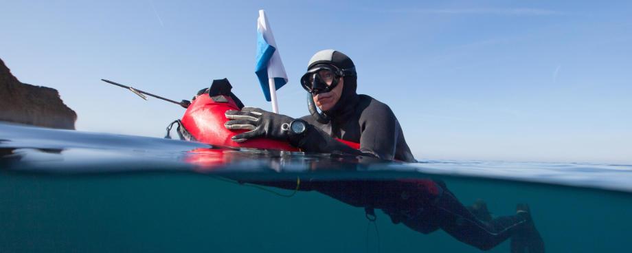 A boia ou prancha de caça submarina, uma garantia de segurança!
