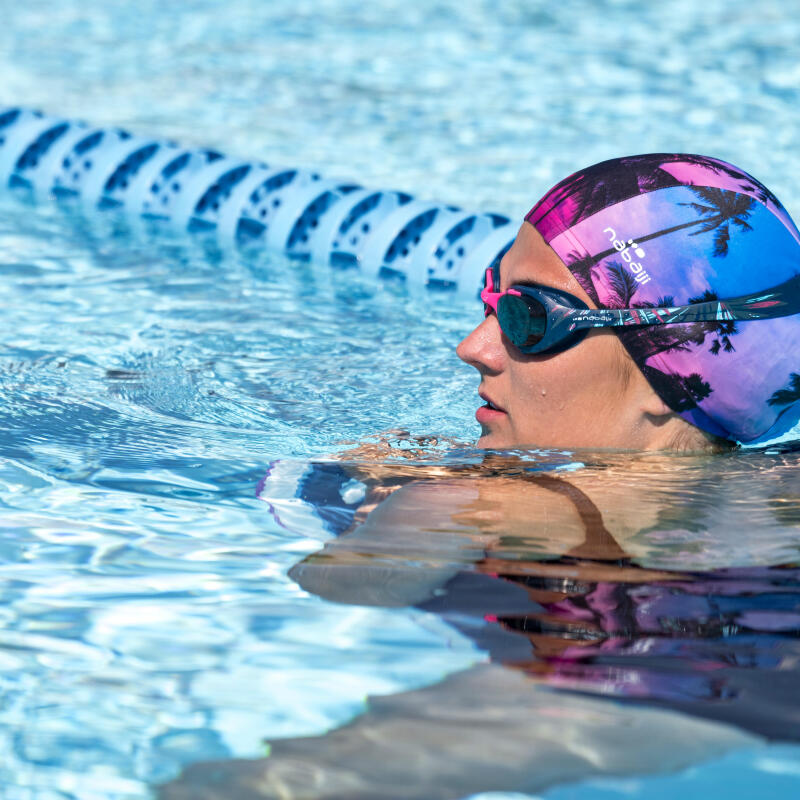 tips-spitting-swimming-goggles-weird-sport-habits-women-pool-cap