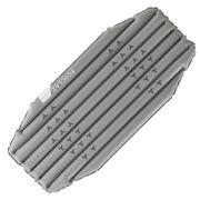 Siva kratka napihljiva pohodniška blazina TREK 700