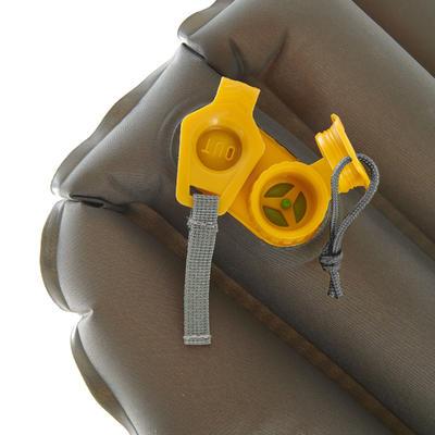 Colchoneta inflable de trekking 700 Air L amarillo
