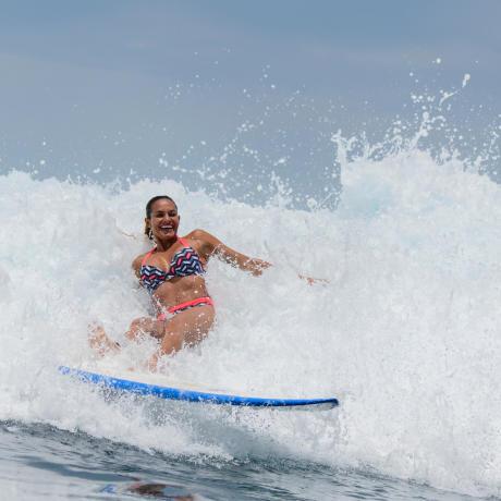 Chuter dans une vague en surf