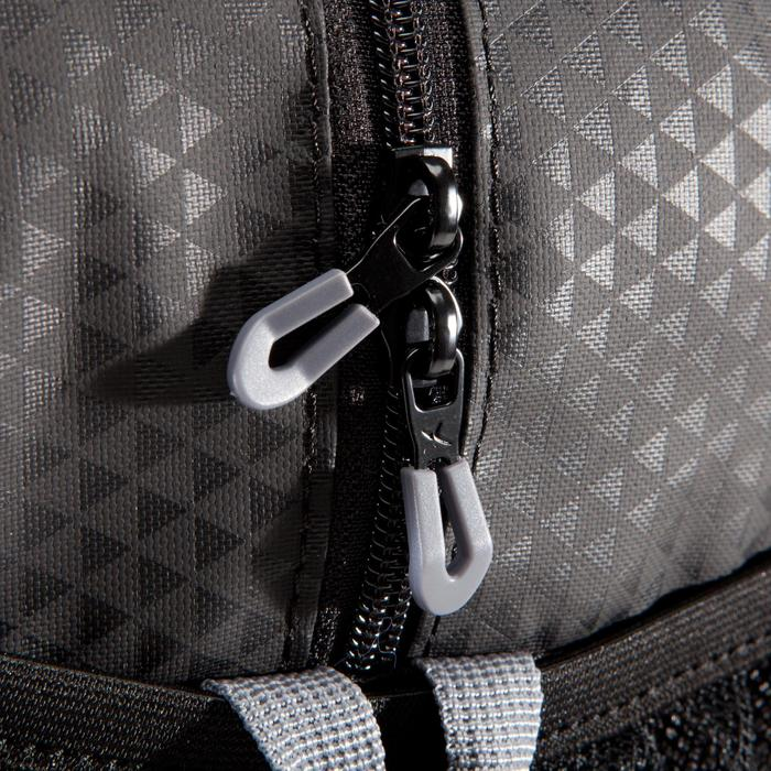 Sac fitness cardio-training 30 Litres noir dessiné triangle premium