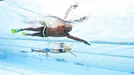 femme homme piscine natation accesoires palme maillot bonnet lunettes de piscine