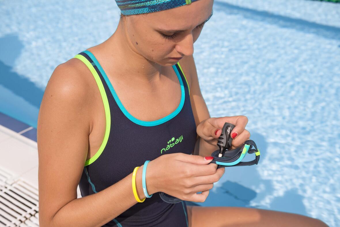 tips-spitting-swimming-goggles-weird-sport-habits-anti-fog-marker-women