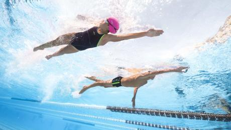nage femme homme maillot lunette de piscine