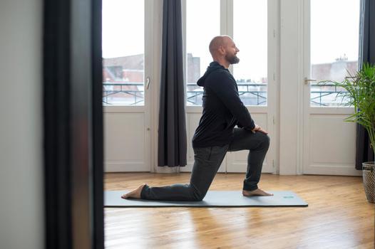 Veste 500 capuche Gym Stretching noir homme