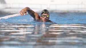het combineren van zwemmen en hardlopen voor heren