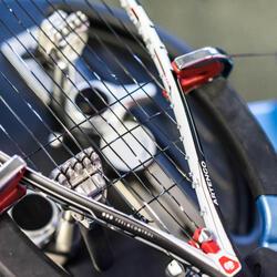 Colocación de cordaje para raquetas de Squash