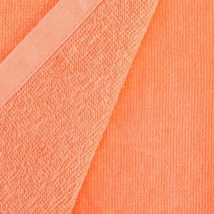 Driedubbel gevouwen handdoek voor golf koraal