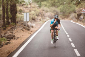 What to take with you on a road ride | Decathlon