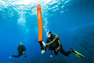 Como usar uma boia compacta para mergulho?