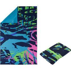 Supercompacte microvezelhanddoek blauw/groen met print maat L 80 x 130 cm