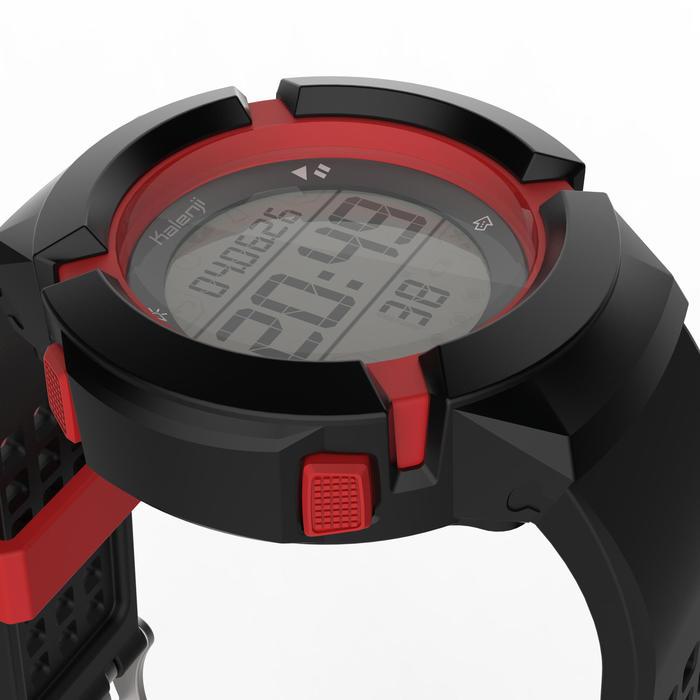 Đồng hồ thể thao kỹ thuật số chống va đập W700XCM Swip cho nam - Đen/đỏ