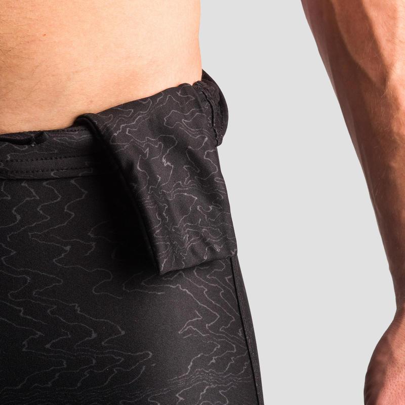 กางเกงวิ่งทรงรัดรูปสำหรับผู้ชายรุ่น RUN DRY+ (สีดำ/พิมพ์ลาย)
