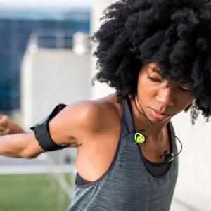 comment choisir ses écouteurs de course à pied