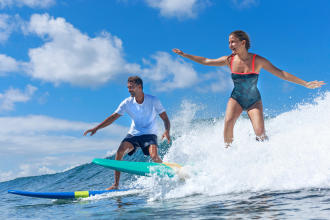 Apprendre à surfer à l'âge adulte