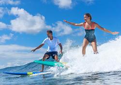 Tabla de surf de espuma 100, 8'. Se entrega con una correa y 3 quillas.