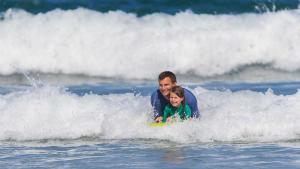 Bodyboard Olaian com criança
