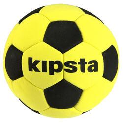 Balón de fútbol sala de fieltro amarillo